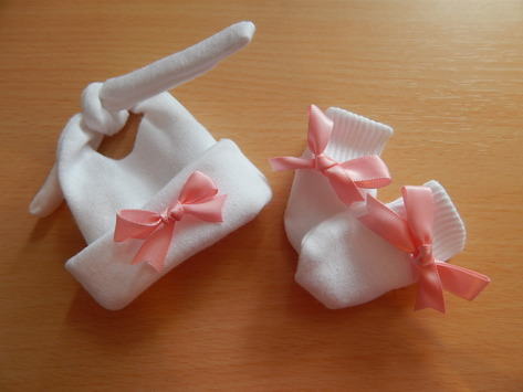 girls smallest baby bereavement clothes miscarriage TIE knot hat mitts at 22-25 week