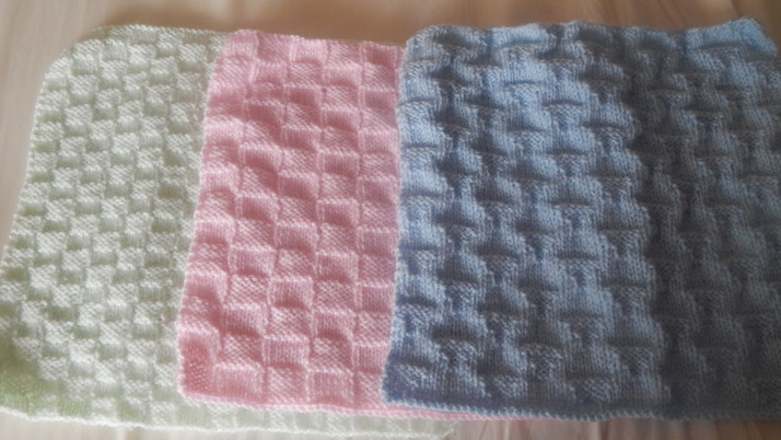 Bereavement baby loss tiny burial blanket premature babies KNITTED 22-24 week