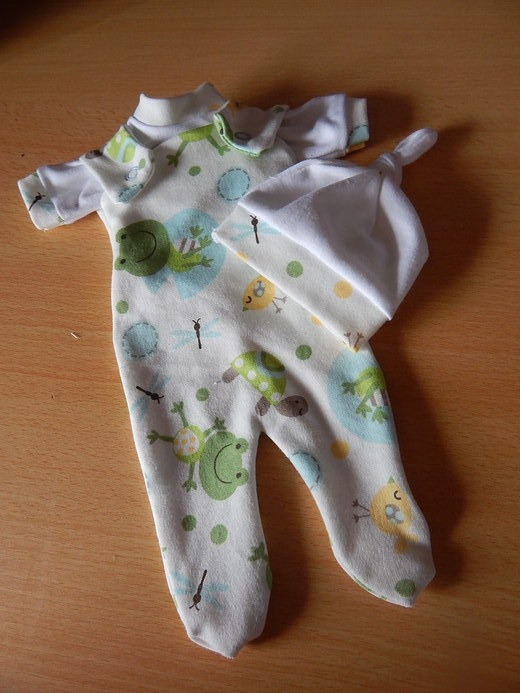 Smallest boys stillbirth baby bereavement clothes FROGGIE AND PALS born 23-24 week