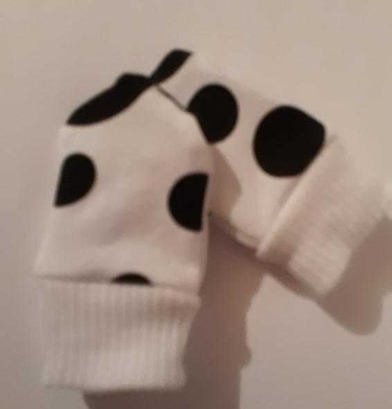 3 - 5 lb premature baby clothes acessories scratch mittens unisex DALMATION DOTS