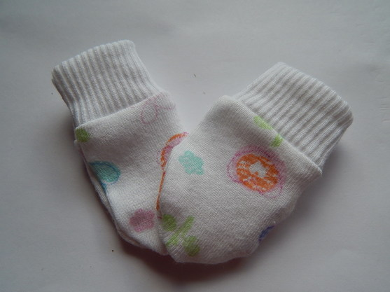 early baby tiny sizes 1 pair scratch mittens FLORAL GARDEN spring fllowers 3-5lb