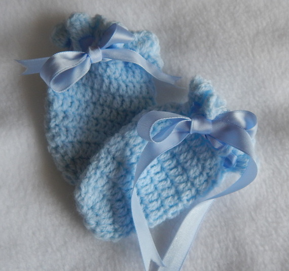boys accessories tiny baby CROCHET mittens BLUE 5-8LB premature babies