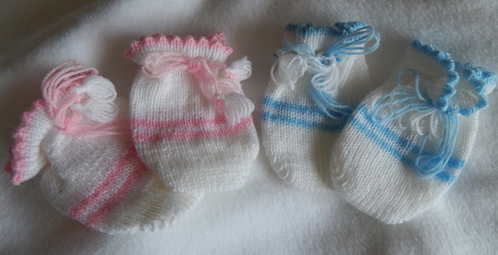 newborn babys knitted mittens 6-10lb size girl or boy colours