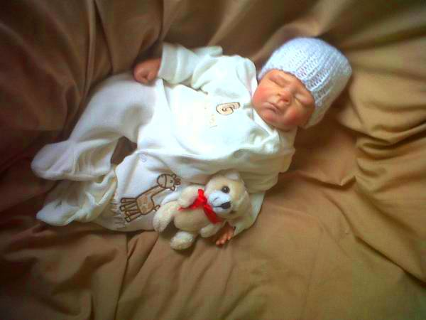tiny premature baby velour sleepsuit GIGGLE GIRAFFE cream5-8lb