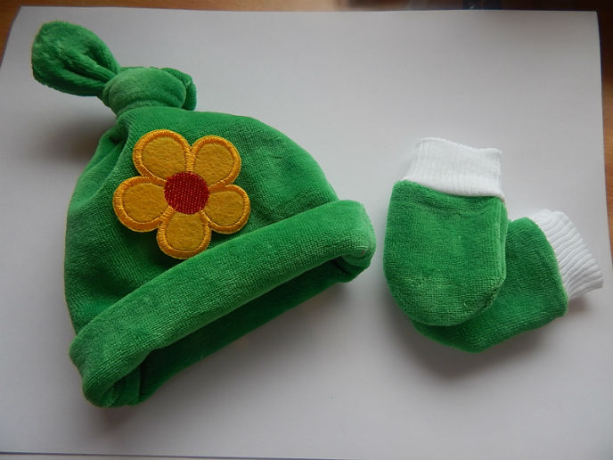 premature baby girls hat and mittens outdoor wear 3-5LB soft Velour green garden