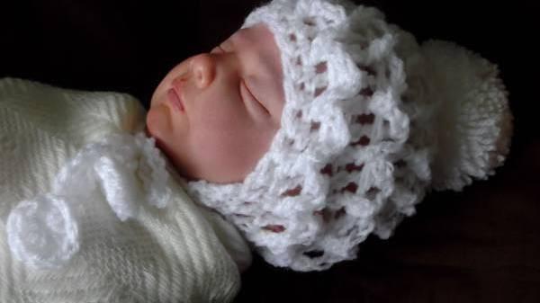 Unisex premature baby clothes baby hat LITTLE WOOLIES Crisp White 3-5lb