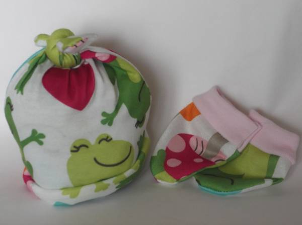 girls Premature baby clothes LILY LEAP FROG baby tie knot hat and mittens  3lb - 5lb