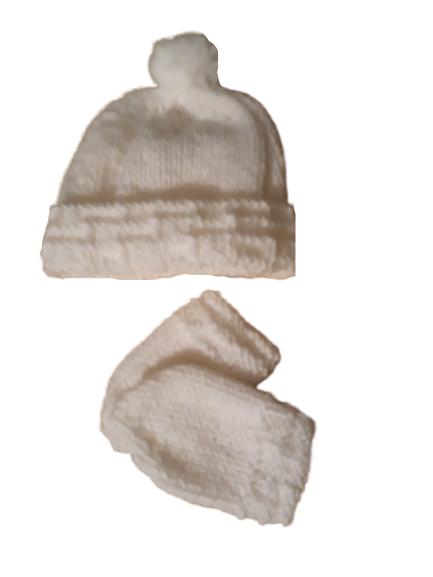 prem baby clothes hat n mittens POM POM colour white 3-5lb