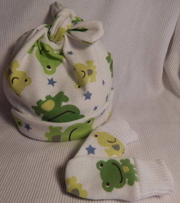 boys tiny baby clothes tie knot hat and mittens FLIPPERTY FROG 5-8lb
