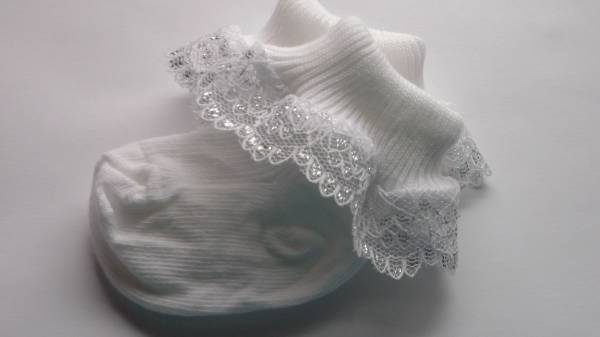 attractive early babies socks white silver trim 3-5lb 0000