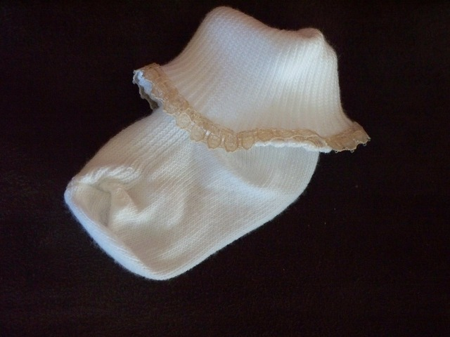 Snuggies Premature baby socks girls frilly lace CAPPACINO BEIGE TRIM 000 5-8LB