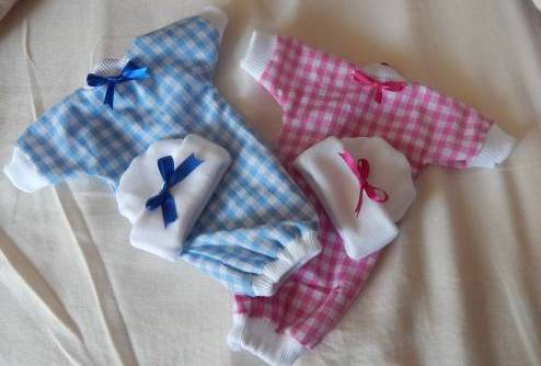 Tiny baby bereavement clothes HUGS N KISSES miscarriage 20 - 22 weeks pregnant