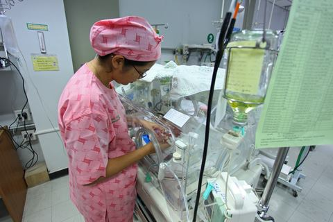 neonate in the nicu