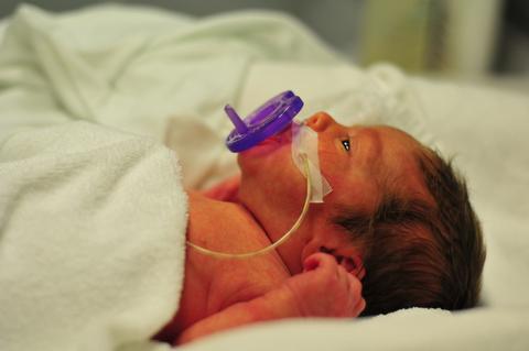 premature baby bottles feeding